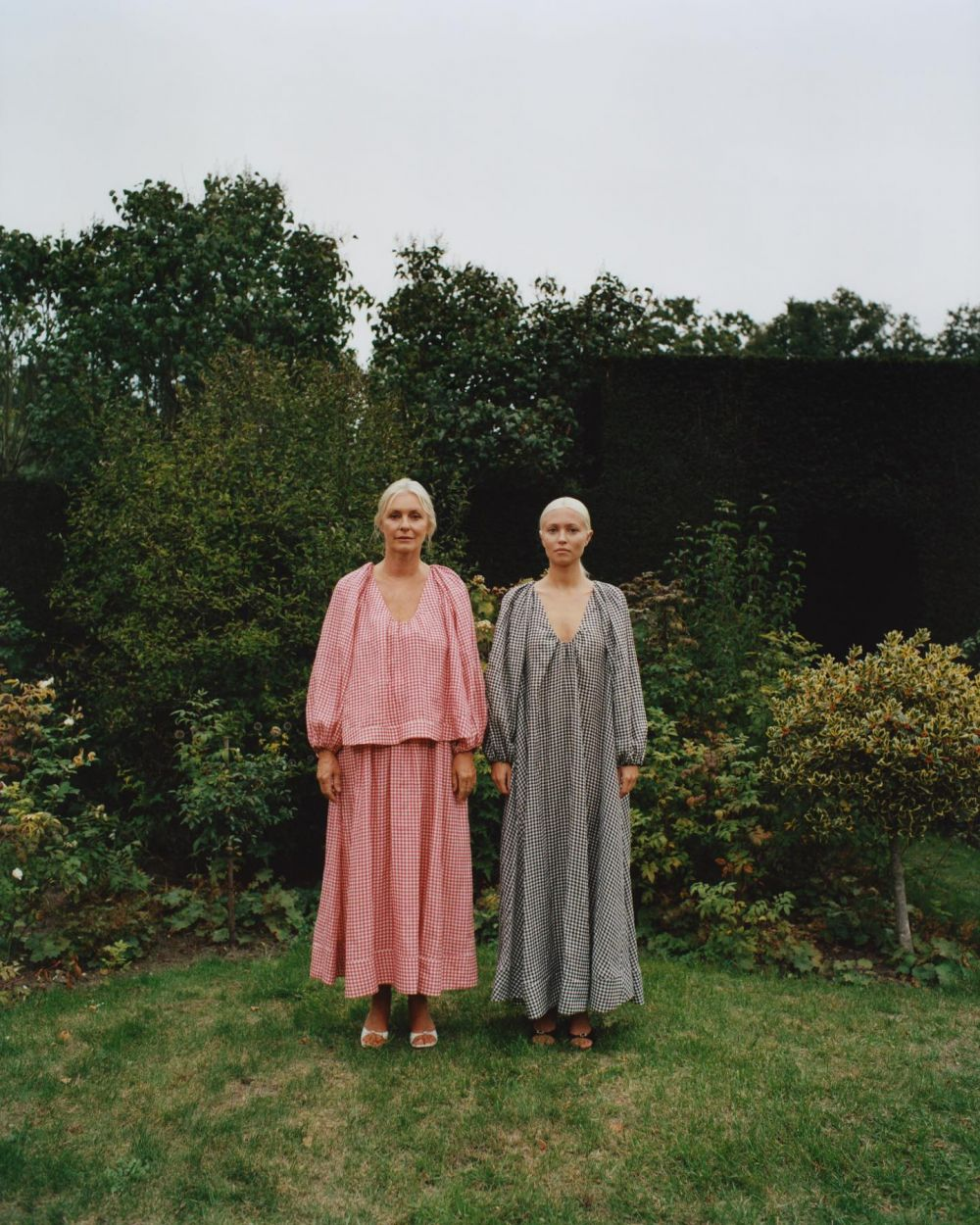 For lack of coming up with a better caption today, I just want to spread ❤️❤️❤️❤️❤️ ~ Here's my mum and I wearing the linnen Georgette pieces. 🧺🌻 Wishing you an amazing Summer x