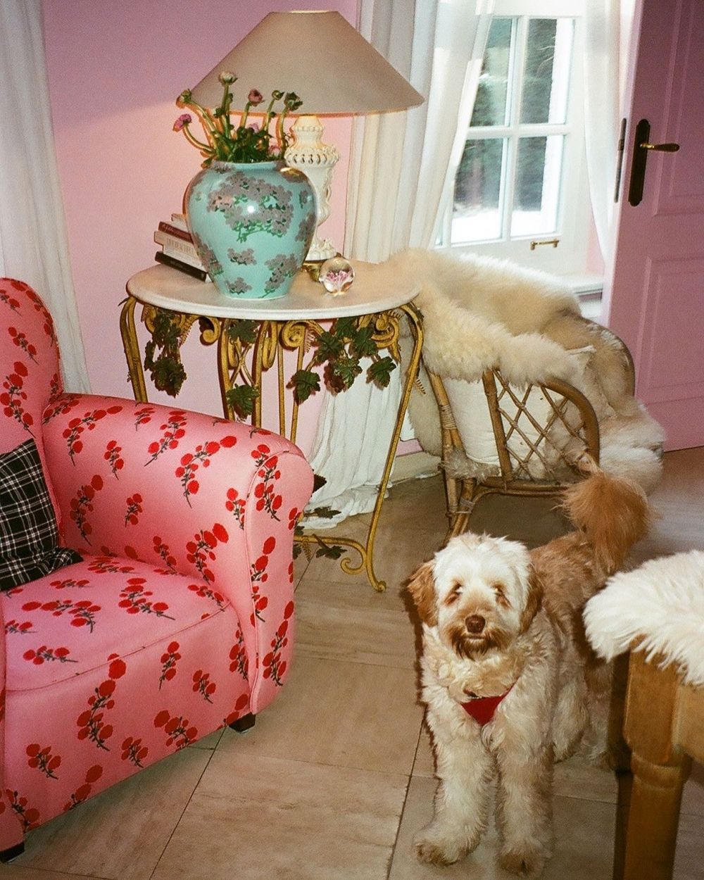Maurice, the Red Blossom couch and Mint Hortensia vase in the Pink room. 🏡 ~ Countdown for the vases to drop in stores! Almost! 🤍