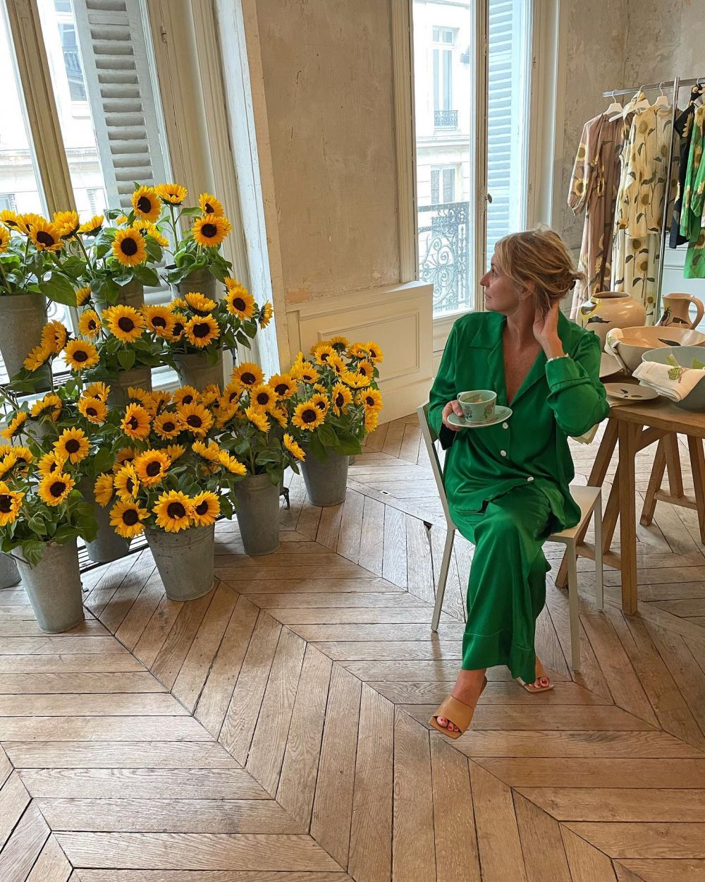 BACK AT IT. 🌻🌻🌻 ~ Day 1 of Paris showroom. #SS22